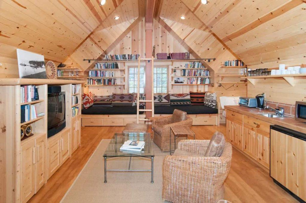 Charming Studio Chalet Airbnbs in Lake Tahoe Cabin